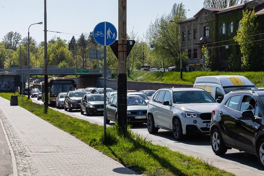 Korki Łódź. Sprawdź, co dzieje się na łódzkich drogach [08.09.2021] - Zdjęcie główne