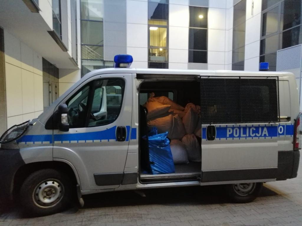Ponad 300 kg nielegalnego tytoniu w jednym z mieszkań w łódzkim Śródmieściu  - Zdjęcie główne
