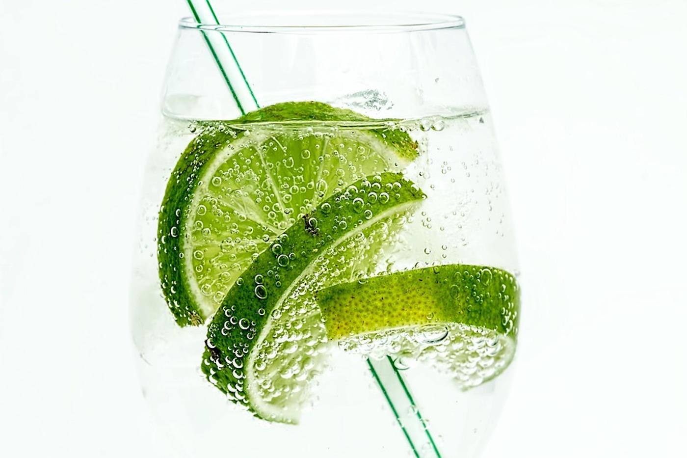 Gin z tonikiem? Nie tylko! Zobacz, jak i z czym pić gin - Zdjęcie główne