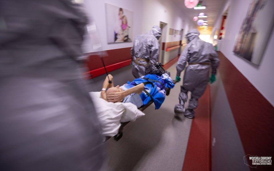 Koronawirus nie odpuszcza. Ponad 1500 potwierdzonych zakażeń w Polsce i kolejne 3 ofiary w Łódzkiem [RAPORT] - Zdjęcie główne