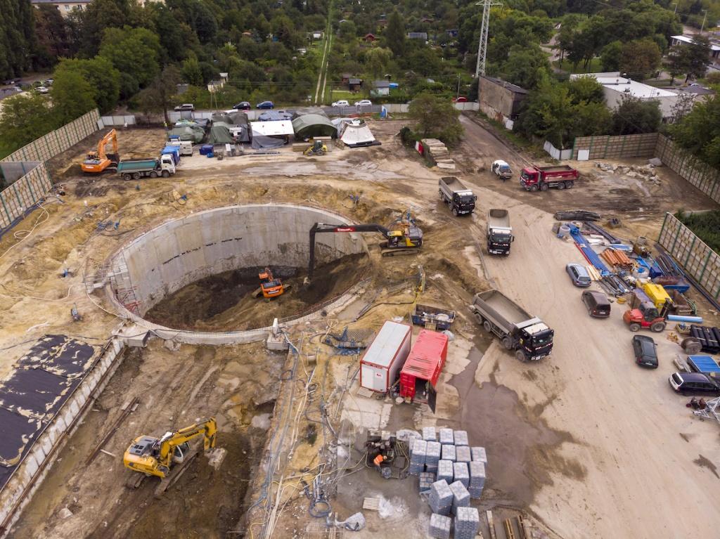 Niebawem ruszy drążenie tunelu łódzkiego metra! Na razie mamy jednak wielką dziurę w ziemi [ZDJĘCIA] - Zdjęcie główne