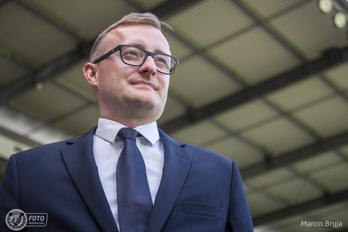 Prezes Widzewa Łódźtonuje nastroje w walce o awans do PKO Ekstraklasy  - Zdjęcie główne