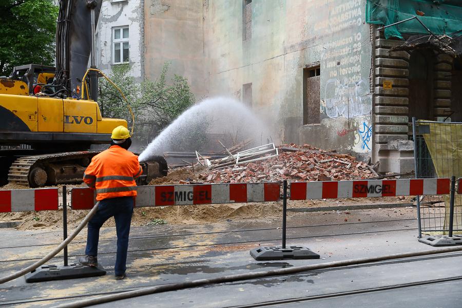Ruina przy Kilińskiego 49 irytuje mieszkańców. Kiedy na ulicę wrócą tramwaje? - Zdjęcie główne
