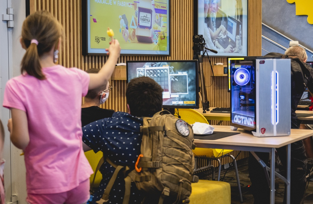 Wirtualna rzeczywistość, strefa gamingowa - nowe wakacyjne propozycje ŁSSE dla dzieci i młodzieży - Zdjęcie główne