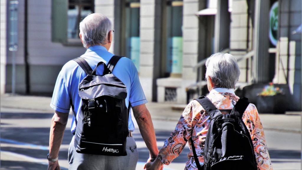 Rząd wprowadzi nowe obostrzenia dla seniorów i młodzieży. Większość powinna pozostać w domach - Zdjęcie główne