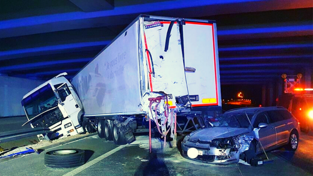 Tragiczny wypadek na S8 pod Łodzią. 23-letni kierowca TIRa stracił rękę. Cały czas potrzebna krew! [ZDJĘCIA] - Zdjęcie główne
