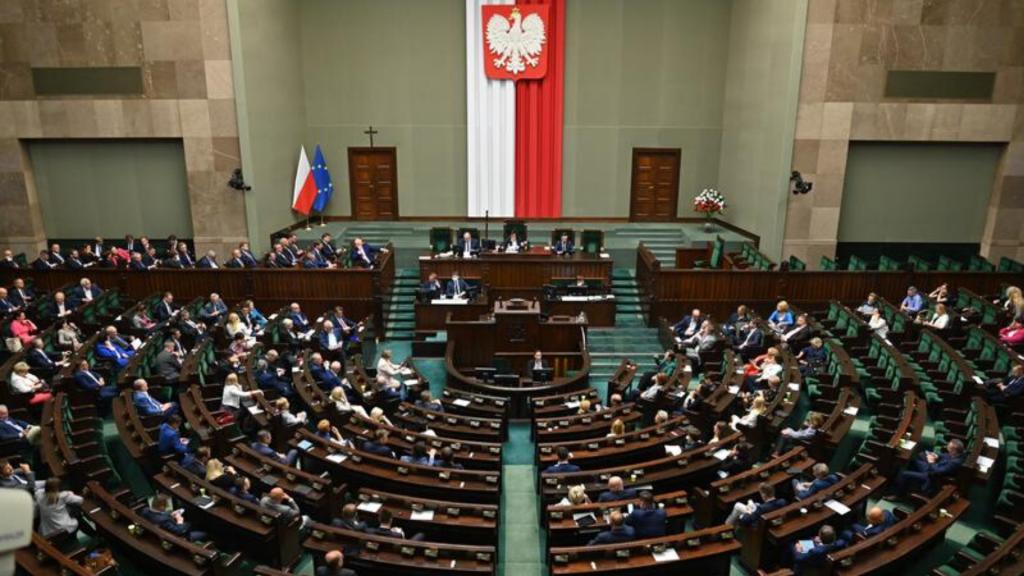 Posłowie nie muszą już informować Sejmu o dodatkowych umowach-zleceniach i umowach o dzieło - Zdjęcie główne