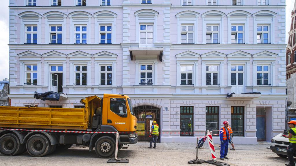 W centrum Łodzi powstanie miejski sad. Całkowicie odmieniona kamienica przy Sienkiewicza 56 [ZDJĘCIA] - Zdjęcie główne