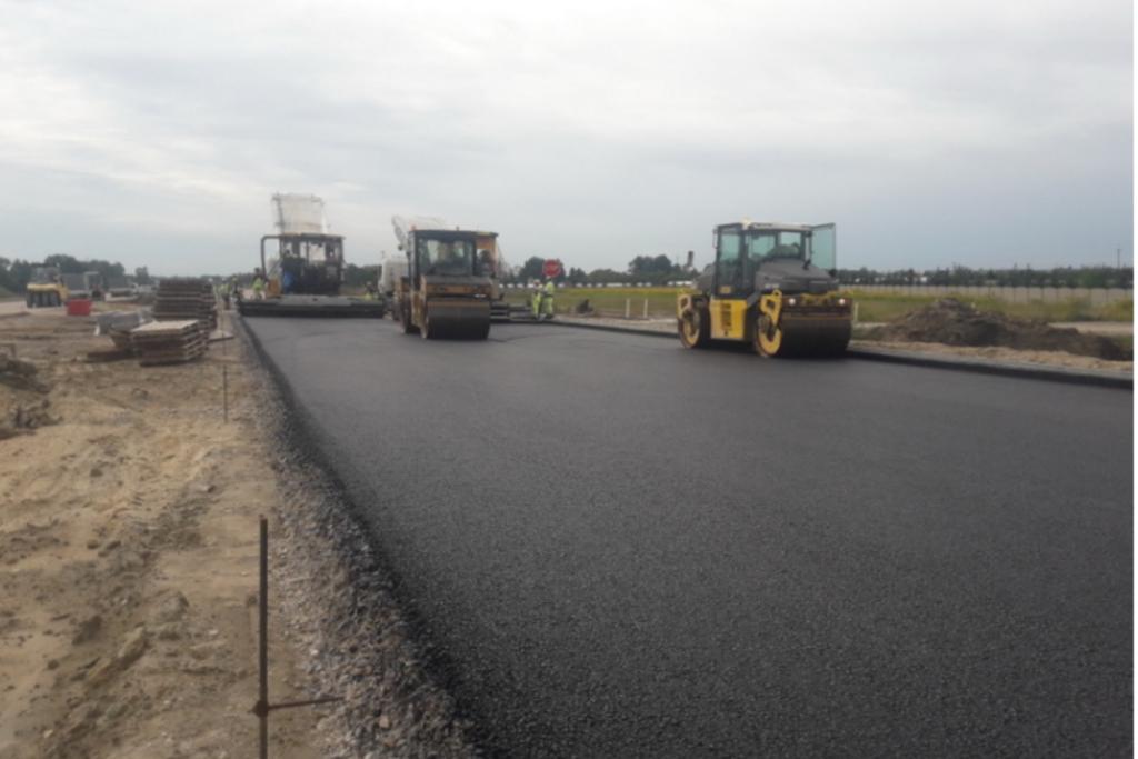 Pierwszy odcinek zachodniej obwodnicy Łodzi ma już asfalt!  - Zdjęcie główne