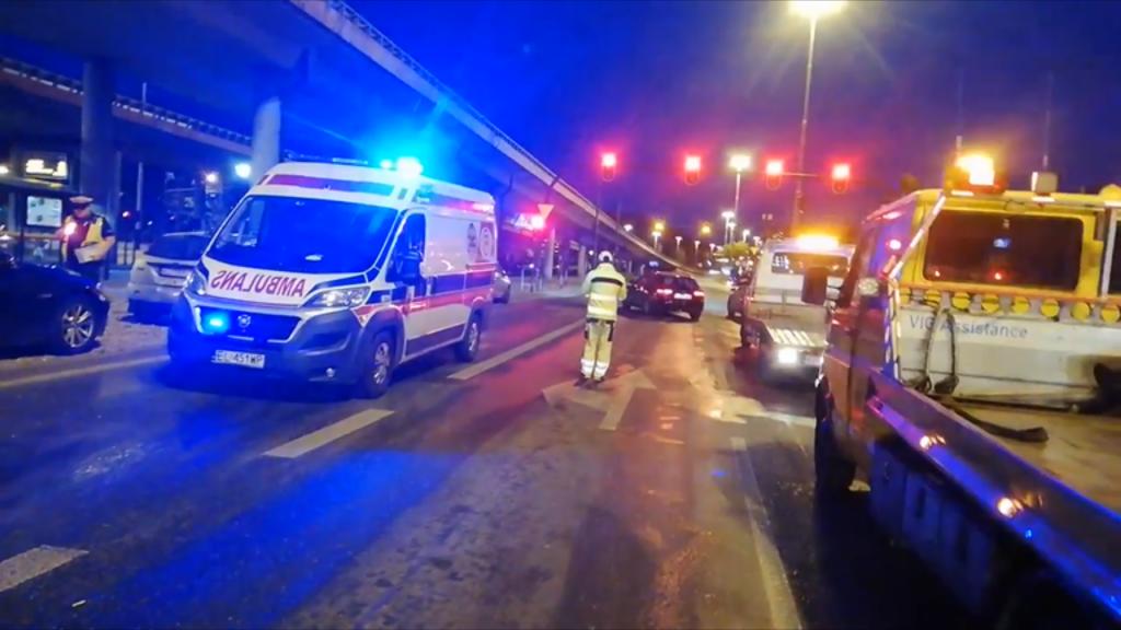 Karambol na al. Włókniarzy w Łodzi. Zderzyło się sześć samochodów [ZDJĘCIA] - Zdjęcie główne