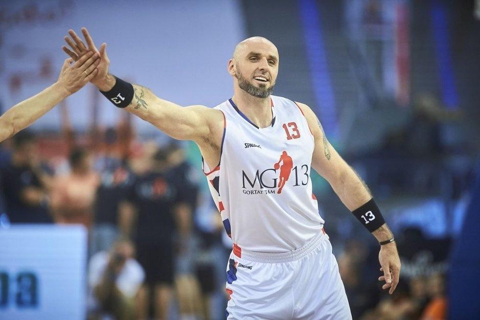 Łódzka kamienica, biała podkoszulka… Tak Marcin Gortat podpisał swój pierwszy kontrakt w NBA - Zdjęcie główne
