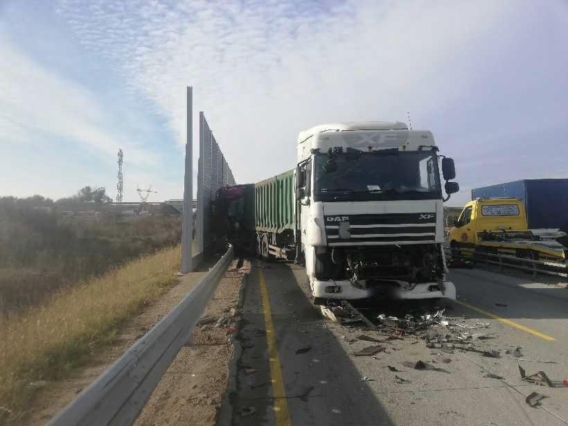 Poważny wypadek na A1 w Łódzkiem. Zderzenie trzech tirów! [zdjęcia] - Zdjęcie główne