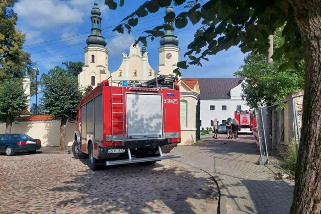 Łódzkie. Pijany mężczyzna podpalił konfesjonał w zabytkowym klasztorze. Trafił w ręce policji  - Zdjęcie główne