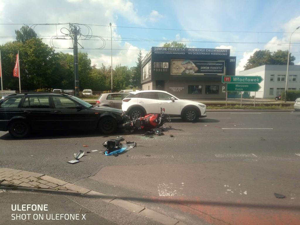 Wypadek na al. Włókniarzy w Łodzi. Pijany kierowca wjechał w motocyklistę - Zdjęcie główne