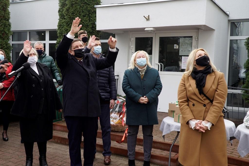 """Marszałek Województwa zainaugurował akcję """"Podzielmy się miłością"""". Obdarowanych będzie 2,5 tys. osób [WIDEO] - Zdjęcie główne"""