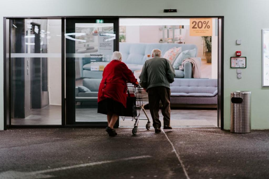 Łódzcy emeryci nie muszą się martwić – Premier Morawiecki uspokaja seniorów za pośrednictwem Super Expressu   - Zdjęcie główne