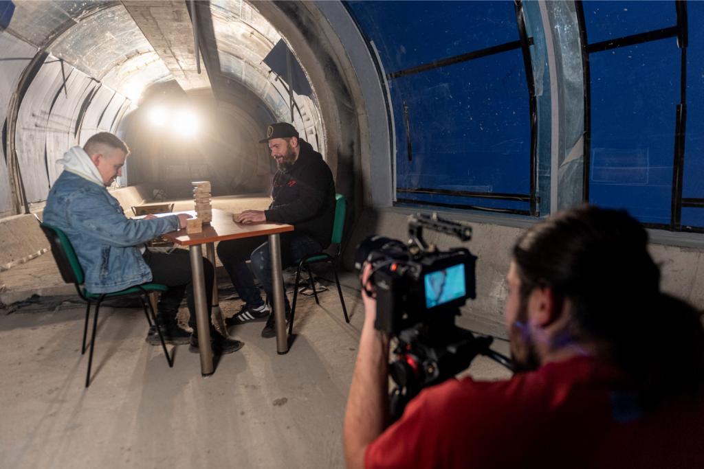 Niecodzienni goście w Orientarium! O.S.T.R. i Hades nagrali tam teledysk promujący nowy album - Zdjęcie główne