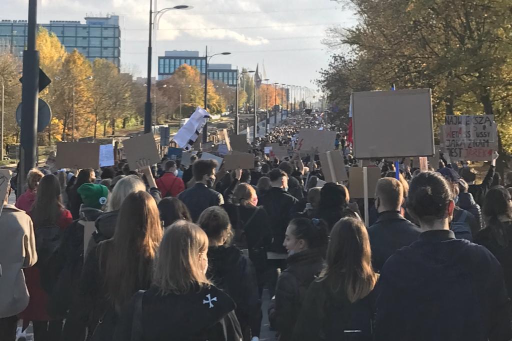 Trwają protesty po wyroku TK. Łódzki oddział Strajku Kobiet organizuje wydarzenie również 1 listopada  - Zdjęcie główne