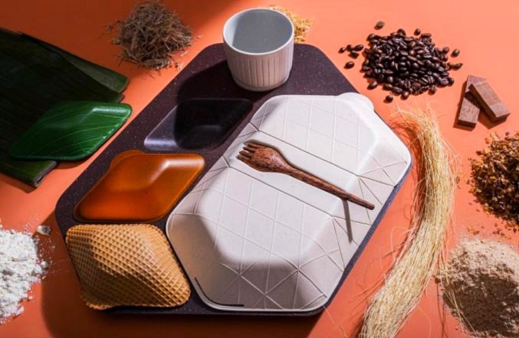 Miseczki, talerzyki i sztućce z fusów kawy, alg, bambusa i ryżu - wszystko pod ręką w samolocie. Spróbujemy w Łodzi? - Zdjęcie główne