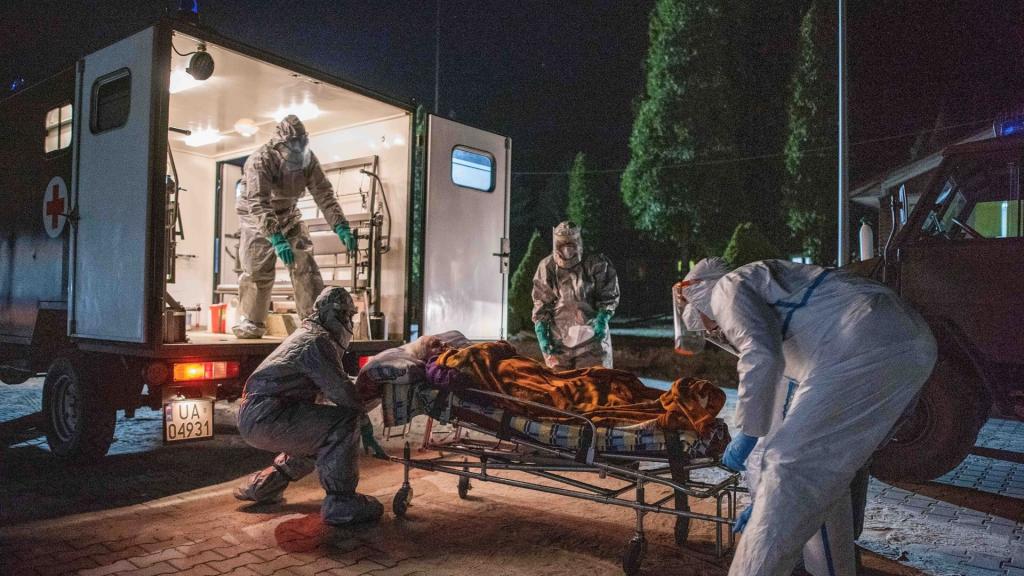 Cały czas ponad pół tysiąca zakażeń koronawirusem w Polsce. W Łódzkiem zmarła kobieta [AKTUALNY BILANS] - Zdjęcie główne
