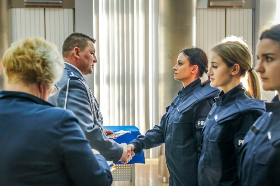Nowi policjanci z garnizonu łódzkiego złożyli ślubowanie [ZDJĘCIA]  - Zdjęcie główne