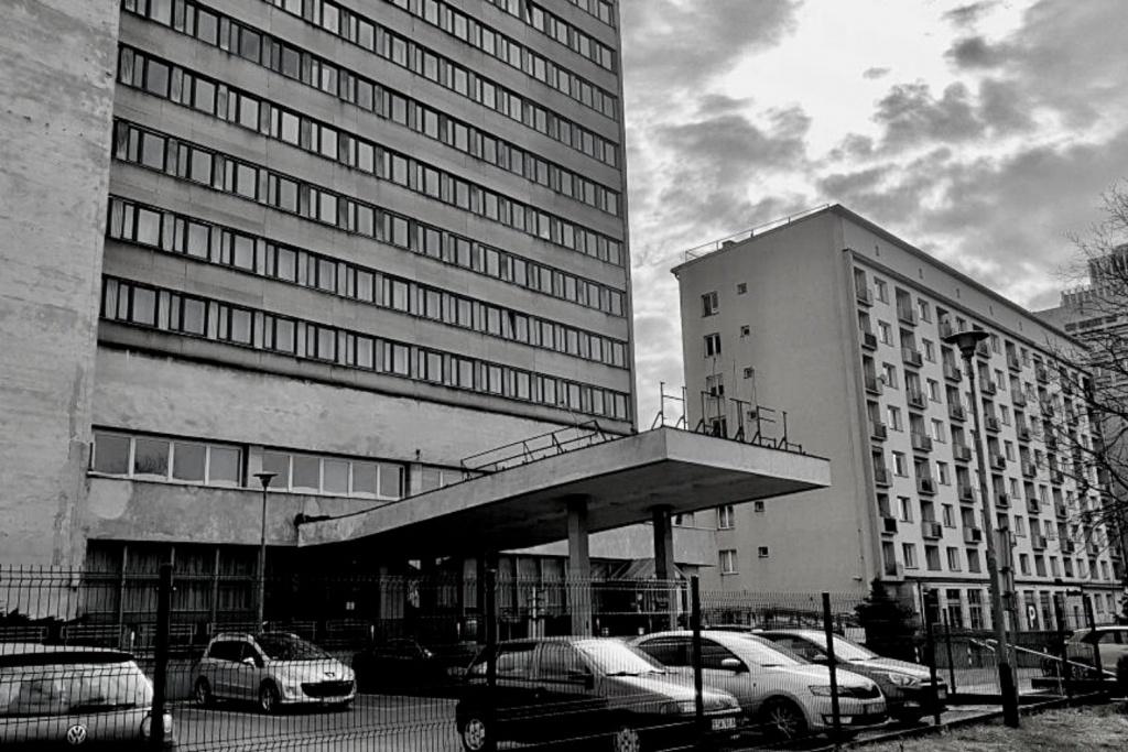 Tragedia w centrum Łodzi. Młody mężczyzna wypadł z okna byłego hotelu Światowit! - Zdjęcie główne